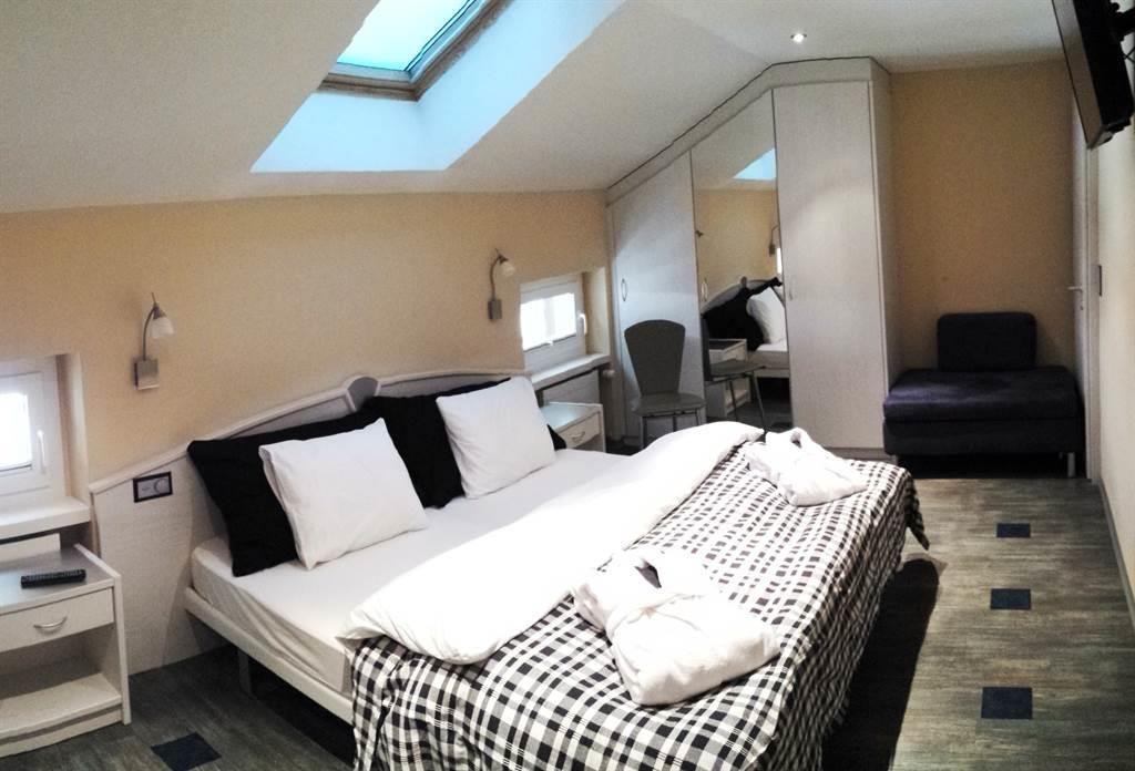 Zimmer mit Whirwanne