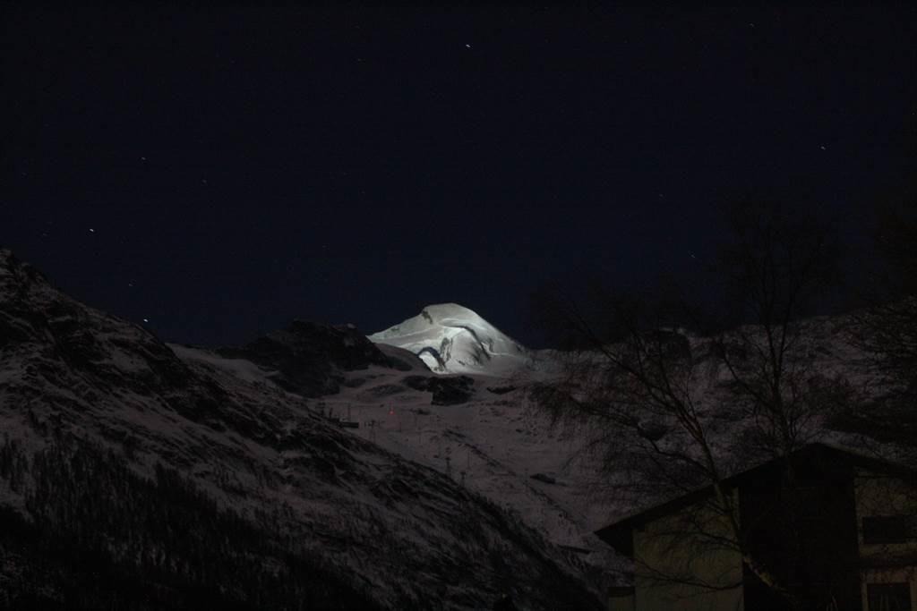 Allalin by night