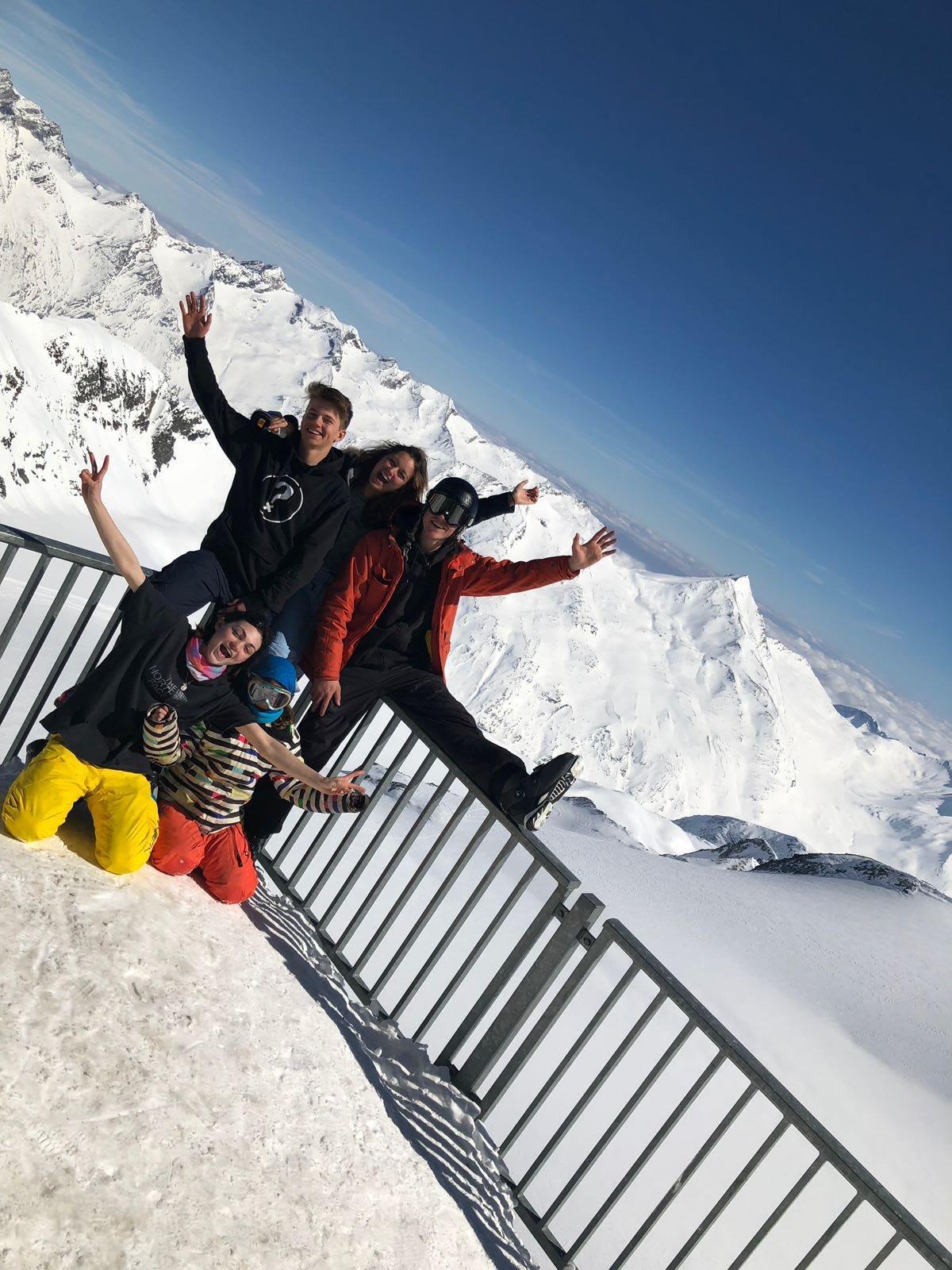 bereit zum Skifahren Metro Alpin