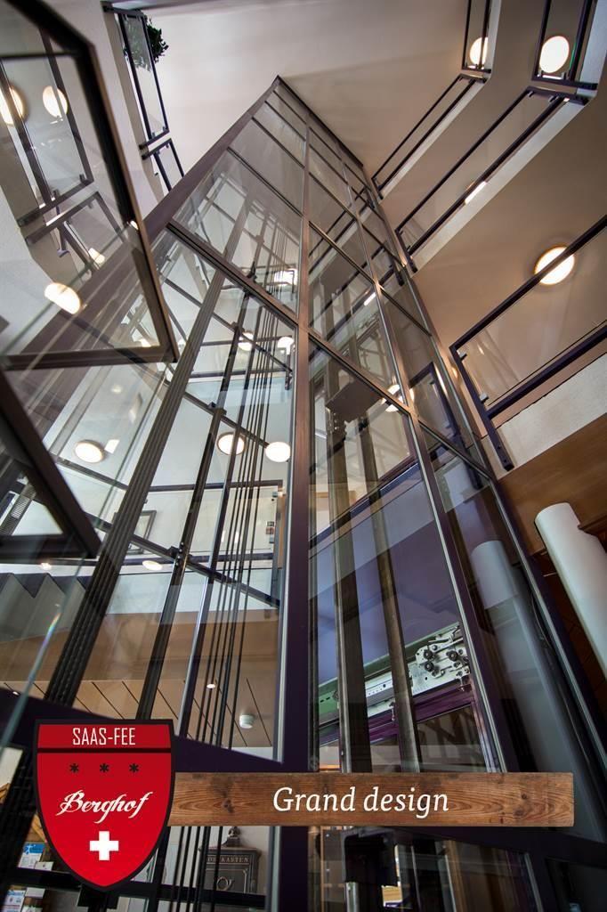 Lobby - Elevator