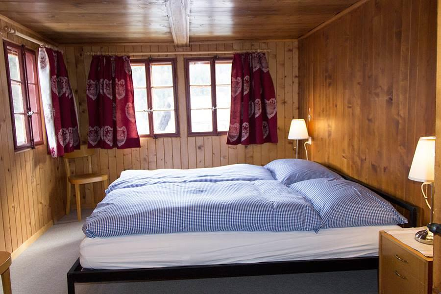 Saas-Fee_Apartment-Hannig_Schlafzimmer1