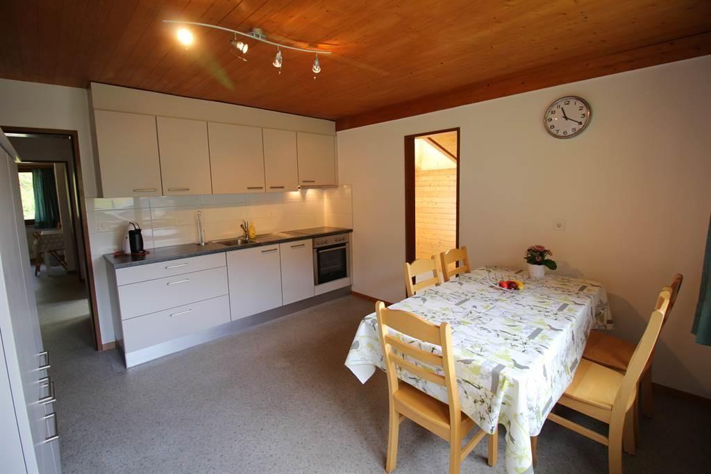Küche mit Esstisch Wohnung 7