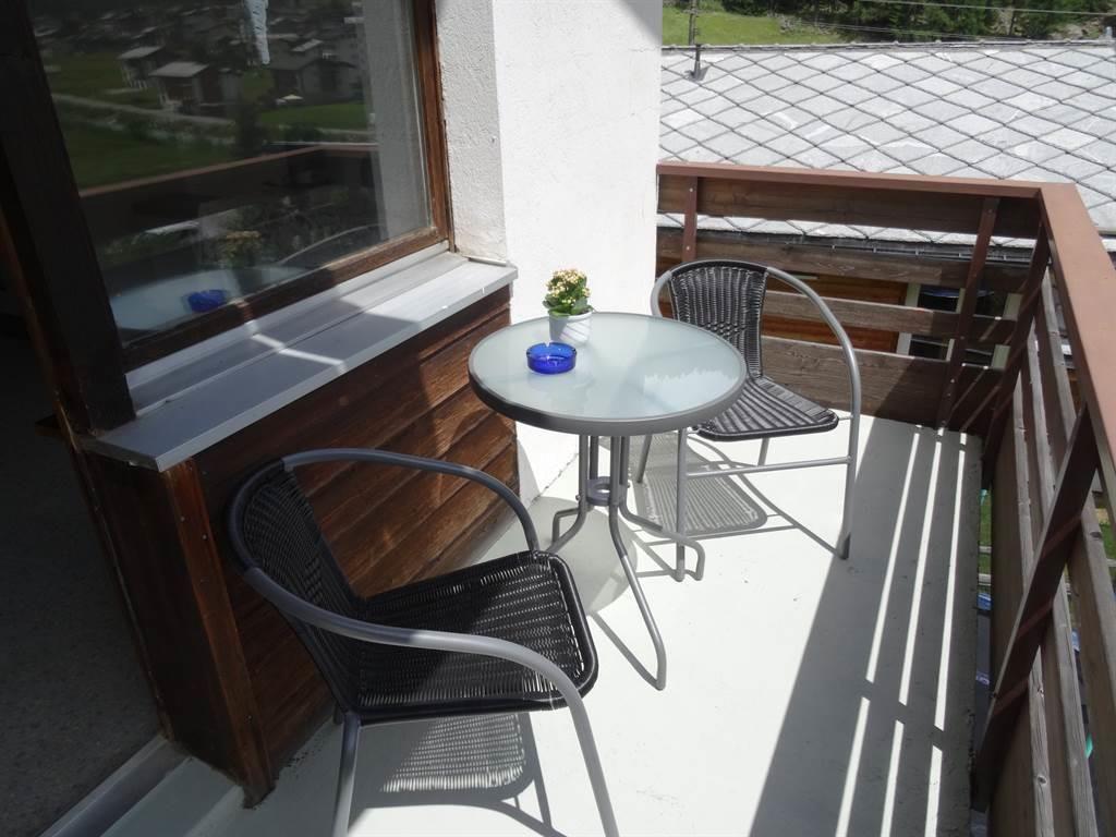 Gemütlicher Sitzplatz auf dem Balkon