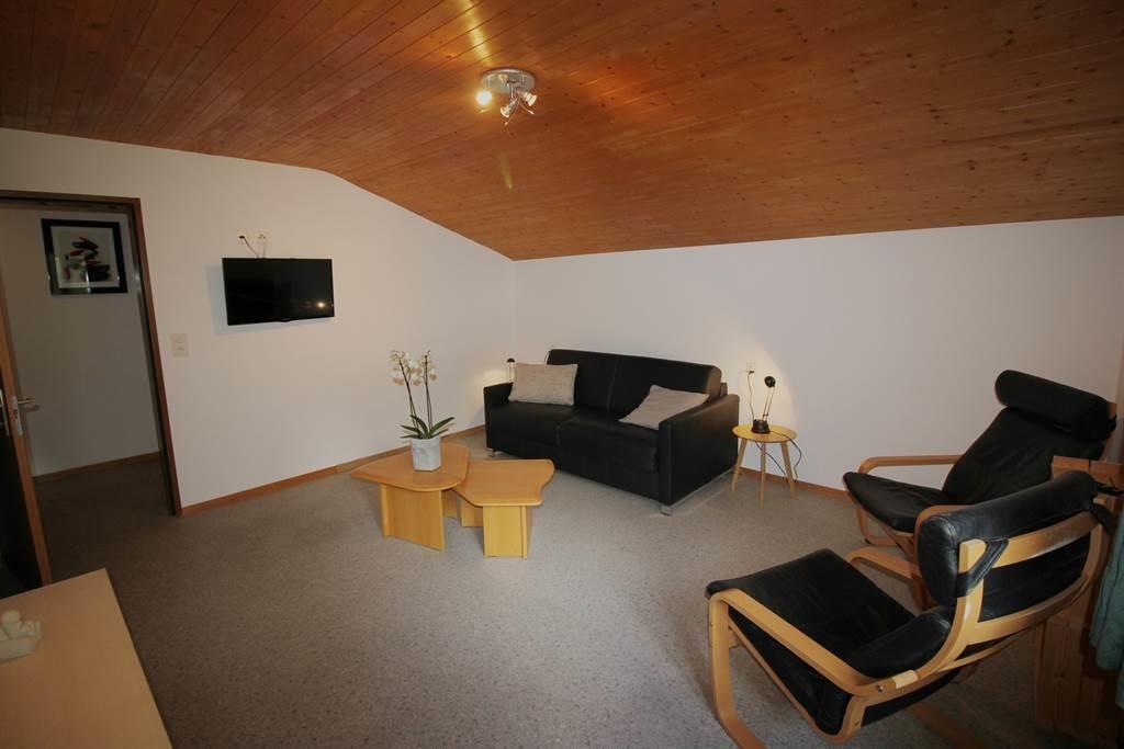 Wohnzimmer mit Schlafsofa Wohnung 6