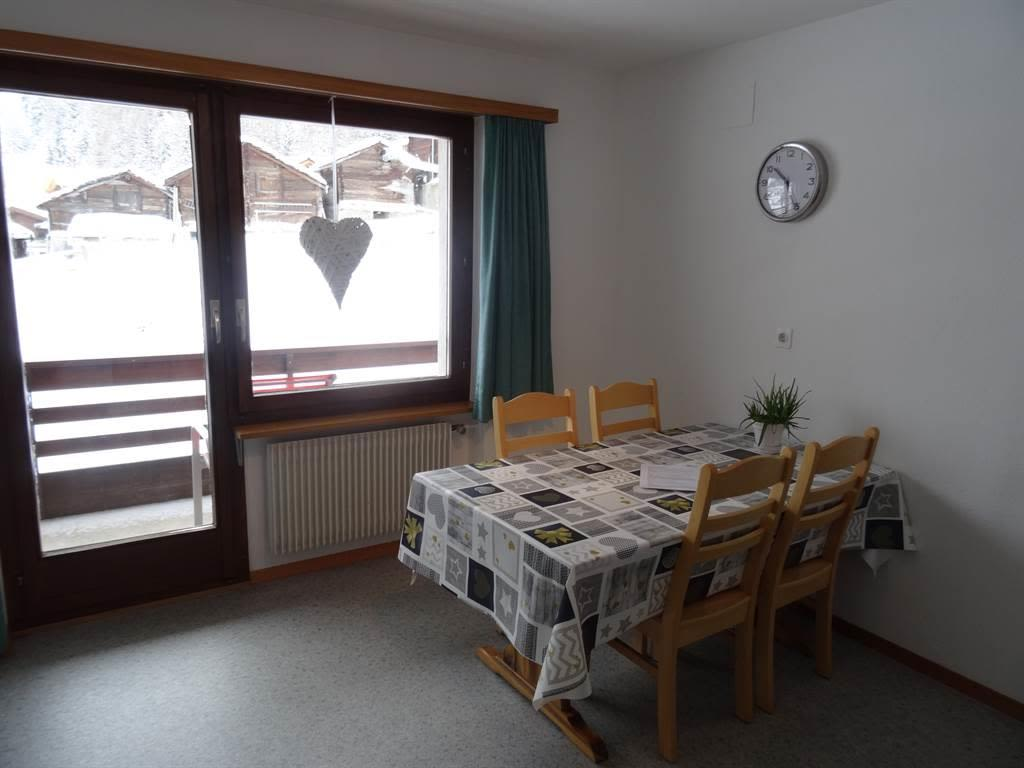 Apartments Carmena Saas-Grund Esstisch mit Aussich