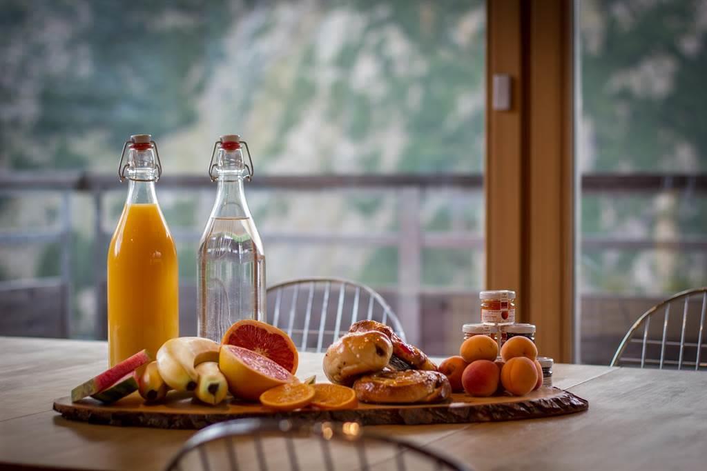 SPERLING DINING AREA (2)