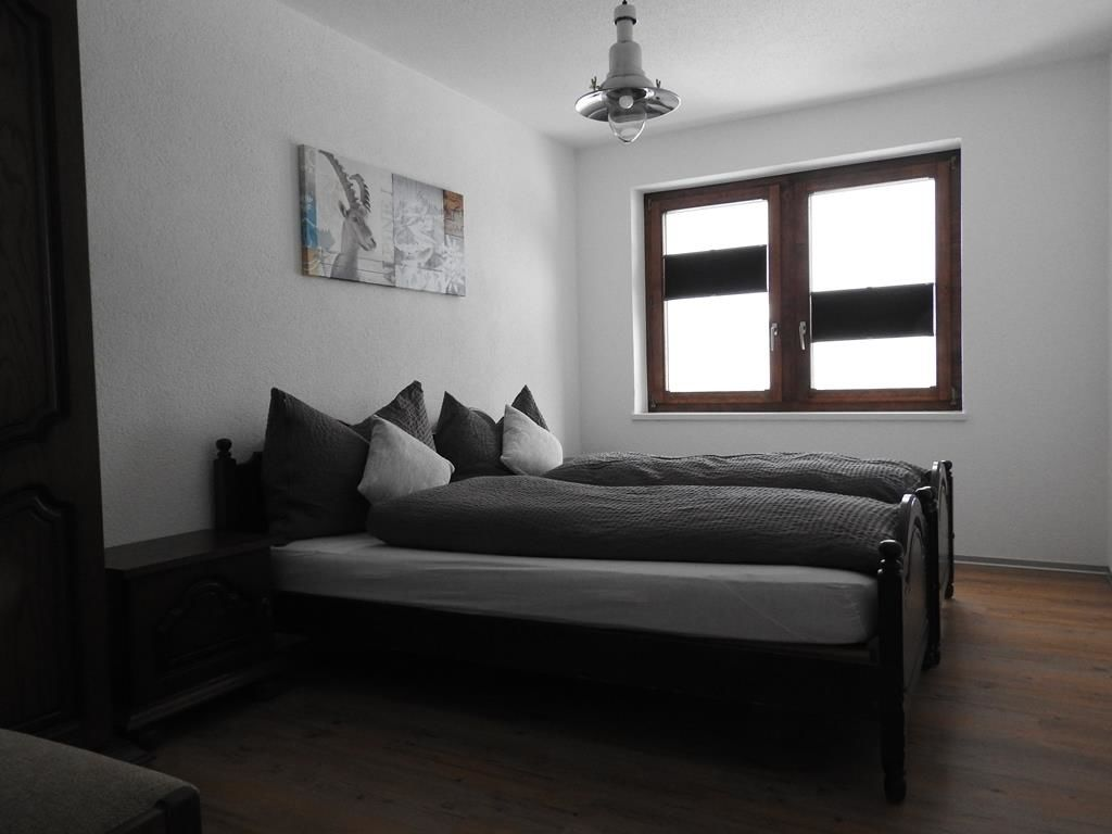 Schlaffzimmer mit 2 Betten