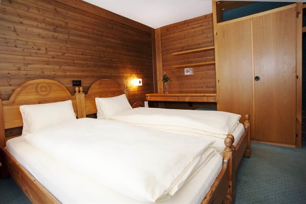 Doppelzimmer1-25-26