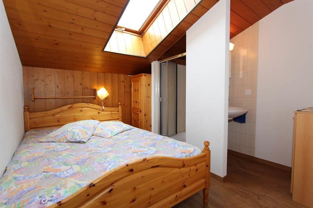 Schlafzimmer mit Dusche