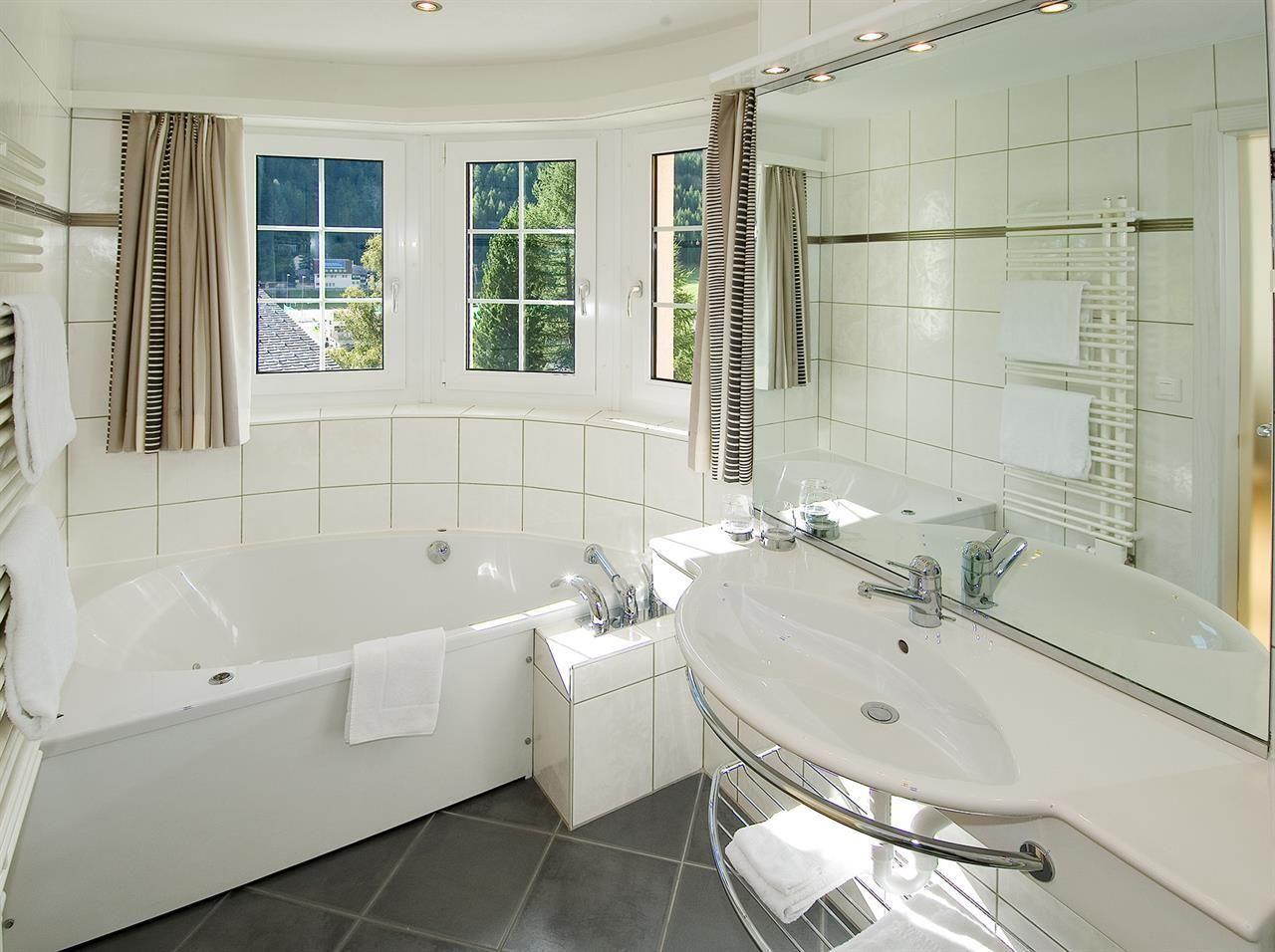 Badezimmer mit Whirl-Wanne