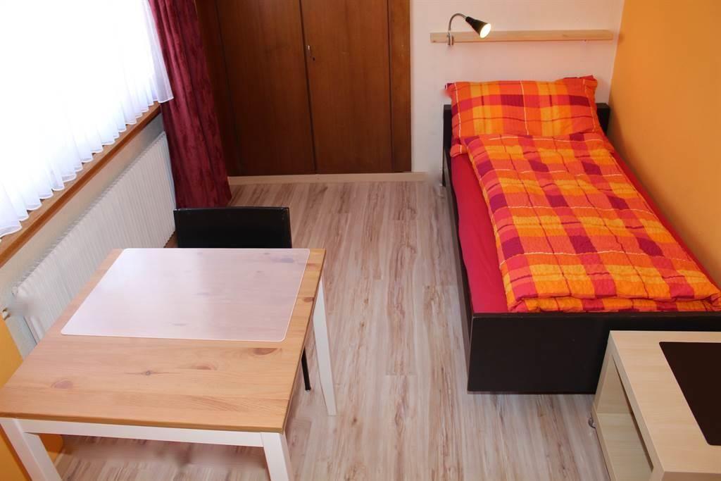 7 Einzelsc hlafzimmer