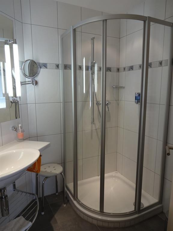 Dusche 3-Zimmer-Wohnung (3)