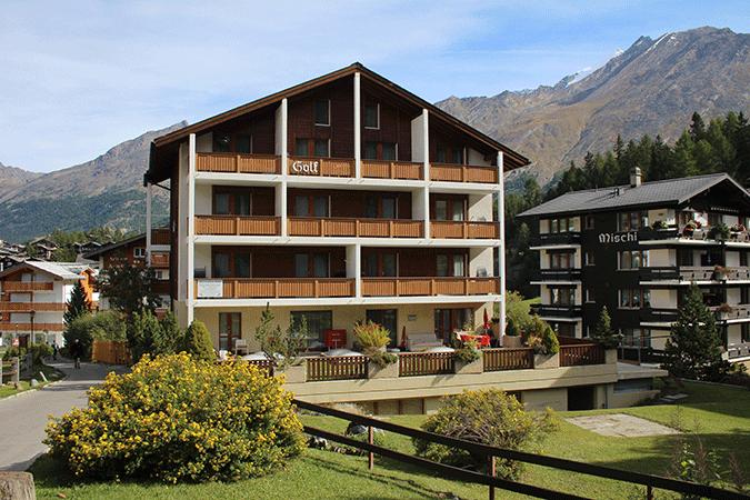 Aussenansicht-Ferienhaus-Apartment-Golf-Saas-Fee