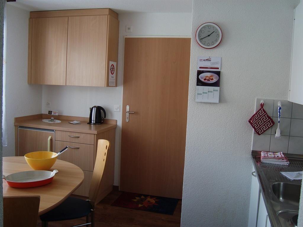 Küche/Essen mit Eingang