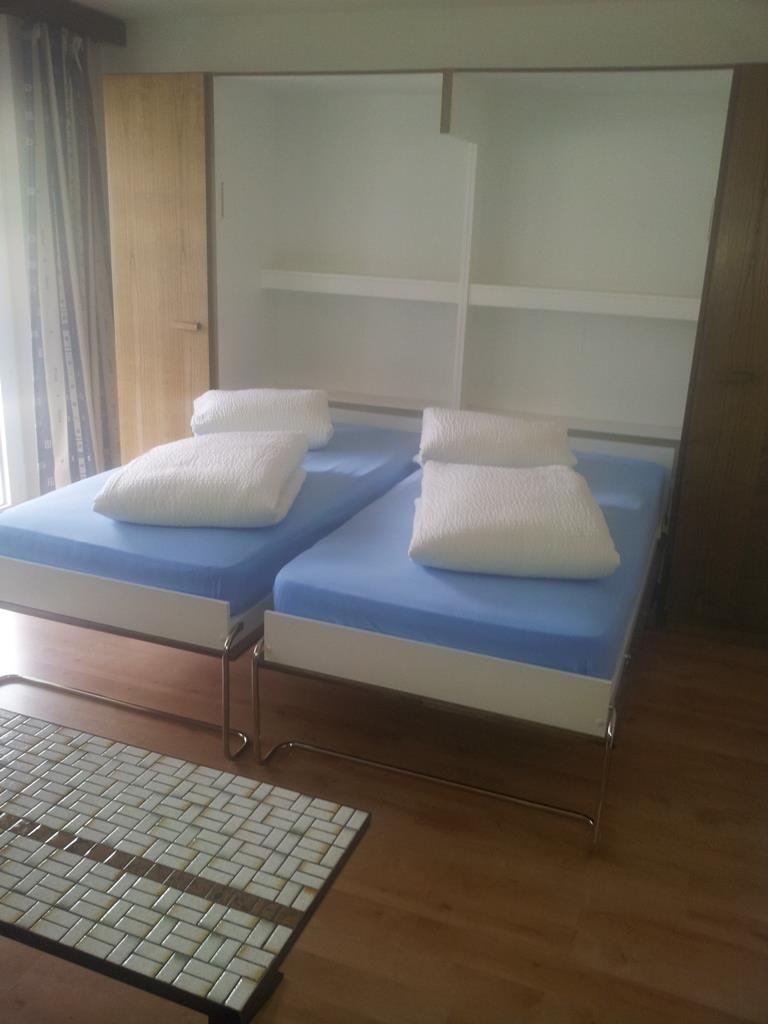 Wohnzimmer mit Klappbett