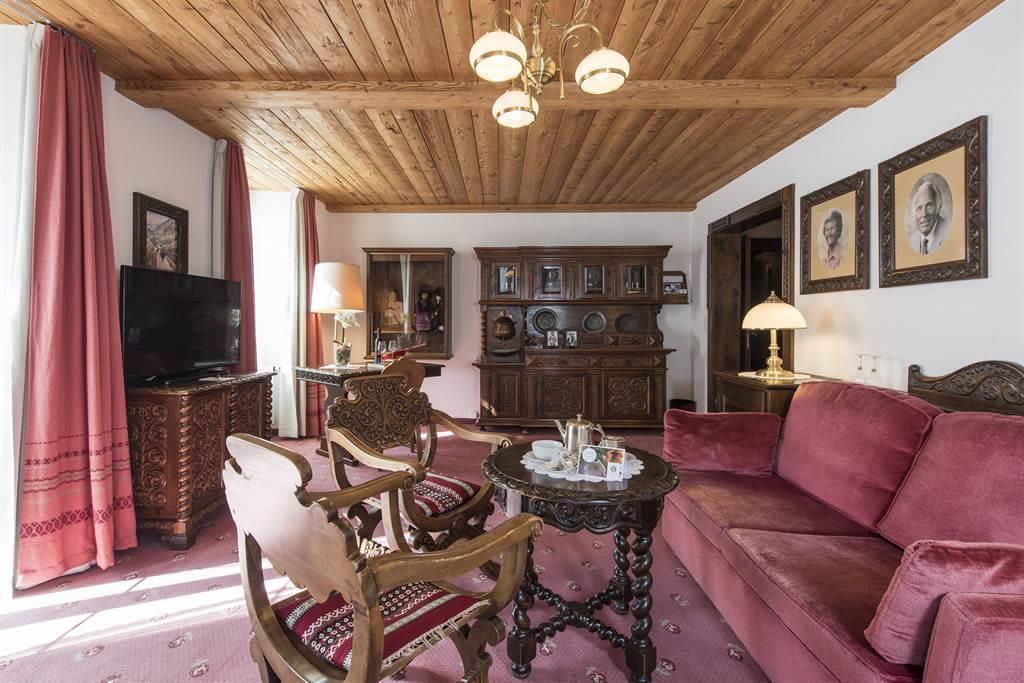 Suite 3_Wohnzimmer 6_Sunstar Hotel Saas-Fee_Origin