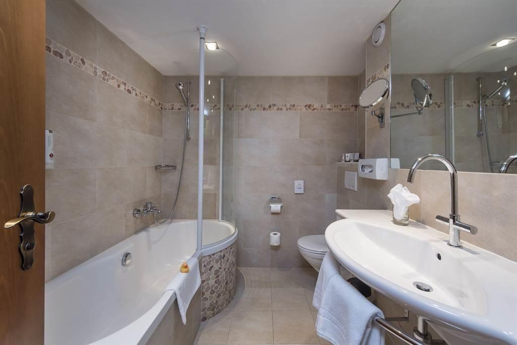 Suite_Bad_Sunstar Hotel Saas-Fee (2)_s