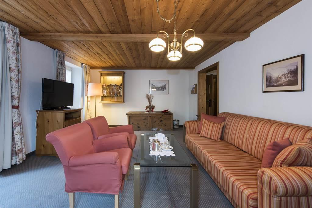Suite 2_Wohnzimmer 5_Sunstar Hotel Saas-Fee_Origin