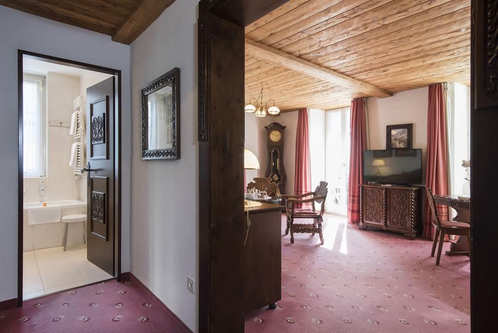 Suite 3_Wohnzimmer 1_Sunstar Hotel Saas-Fee_Origin