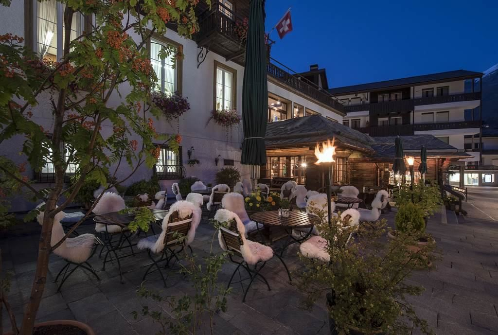 Restaurant La Ferme_Terrasse_Sunstar Hotel Saas-Fe