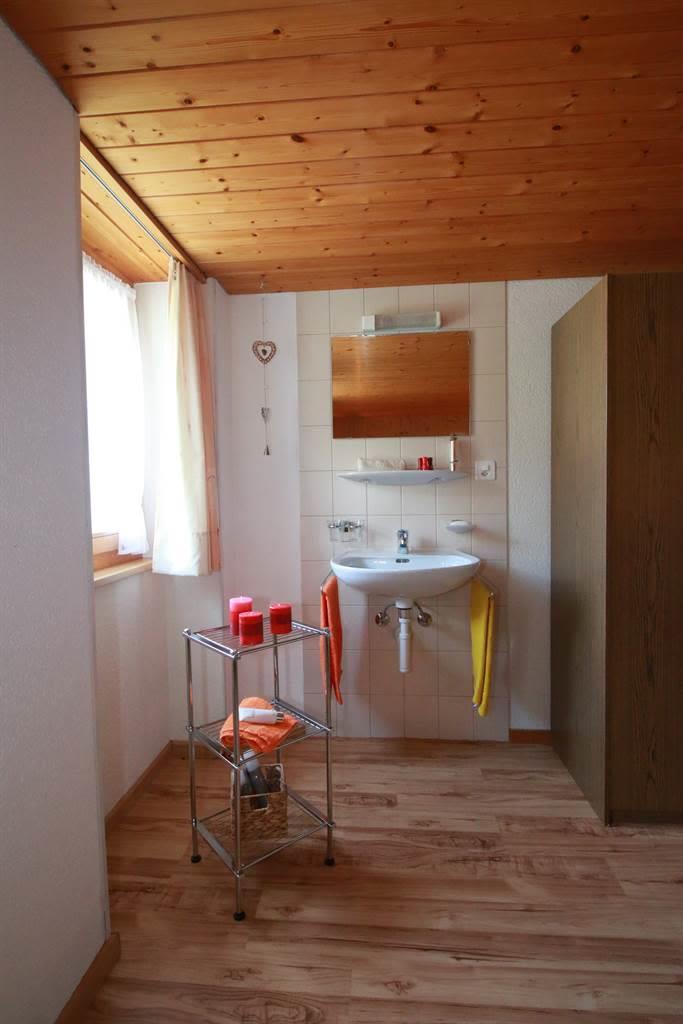 Schlafzimmer 4 mit Waschbecken