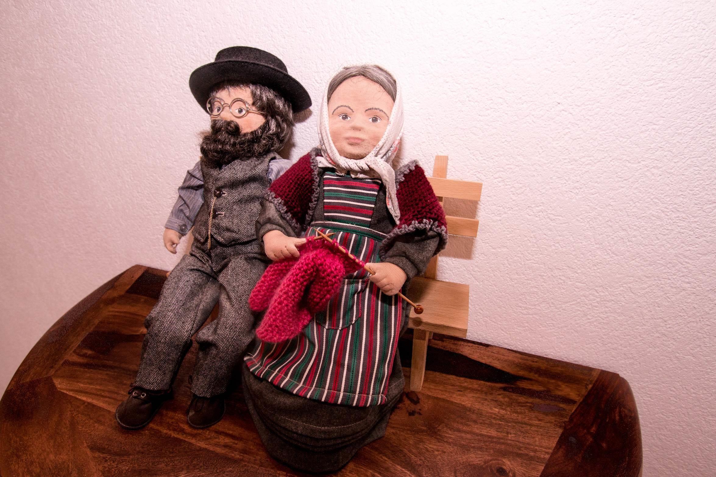 Ehepaar in Tracht - Ferienwohnung Alphubel - Monte