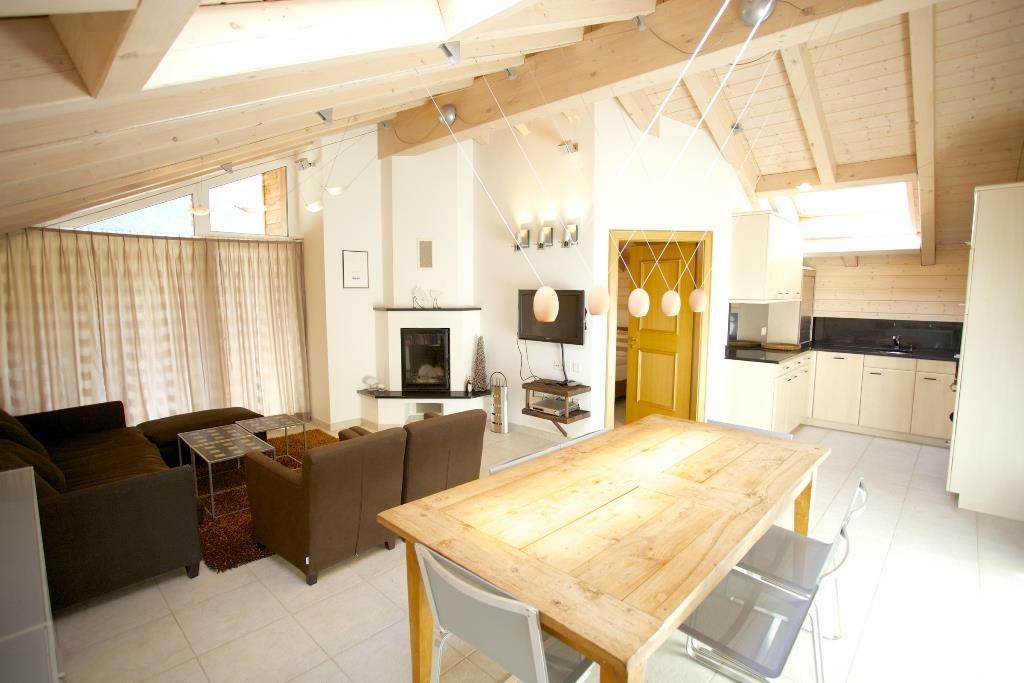 Küche und Wohnzimmer