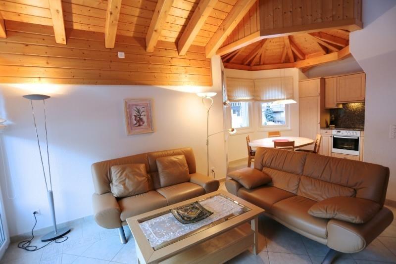 Küche und Wohnzimmer 1