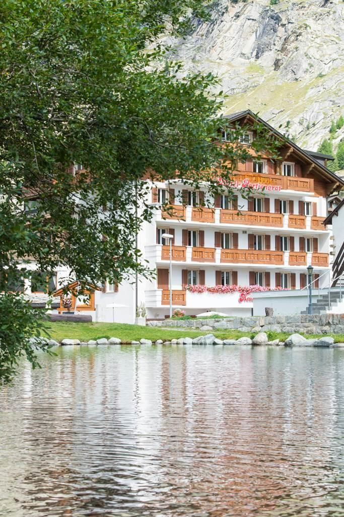 hotel_portjengrat_saas_almagell_hotel-mit-see