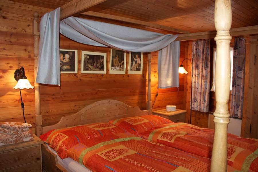 Saas-Fee_Chalet-Marmottes_Schlafzimmer4