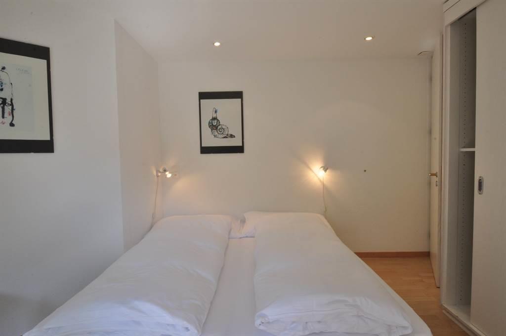 Schlafzimmer mit Doppelbett, Südseite