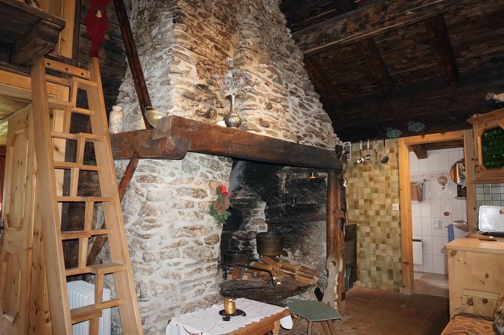 Küche und alte Feuerstelle