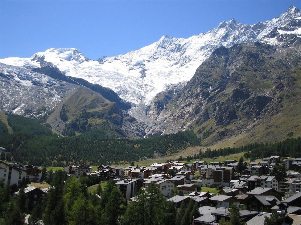 Dorf mit Mischabelkette