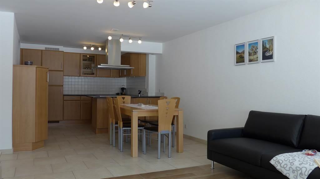 Blick vom Wohnzimmer in die Küche mit Esszimmer