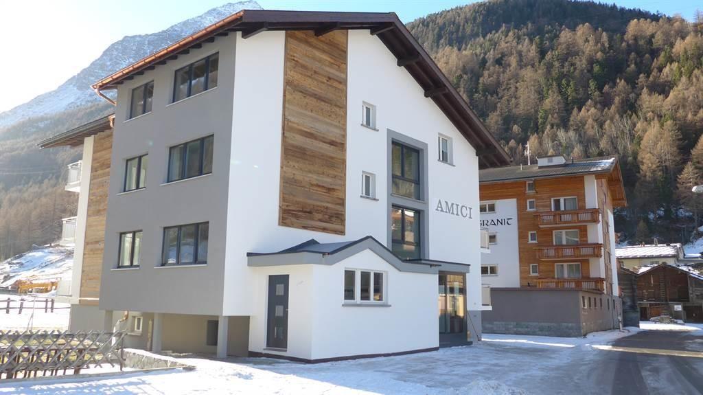 Haus Amici, Eingang zum Skiraum