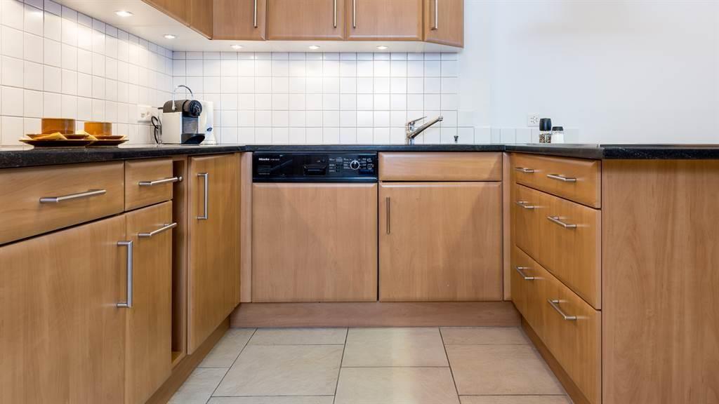 grosse und moderne Küche