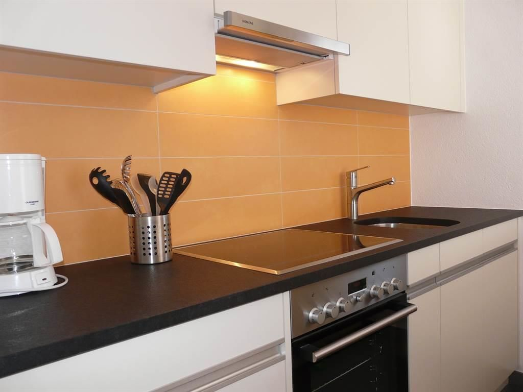 Moderne Küche mit Geschirrspüler