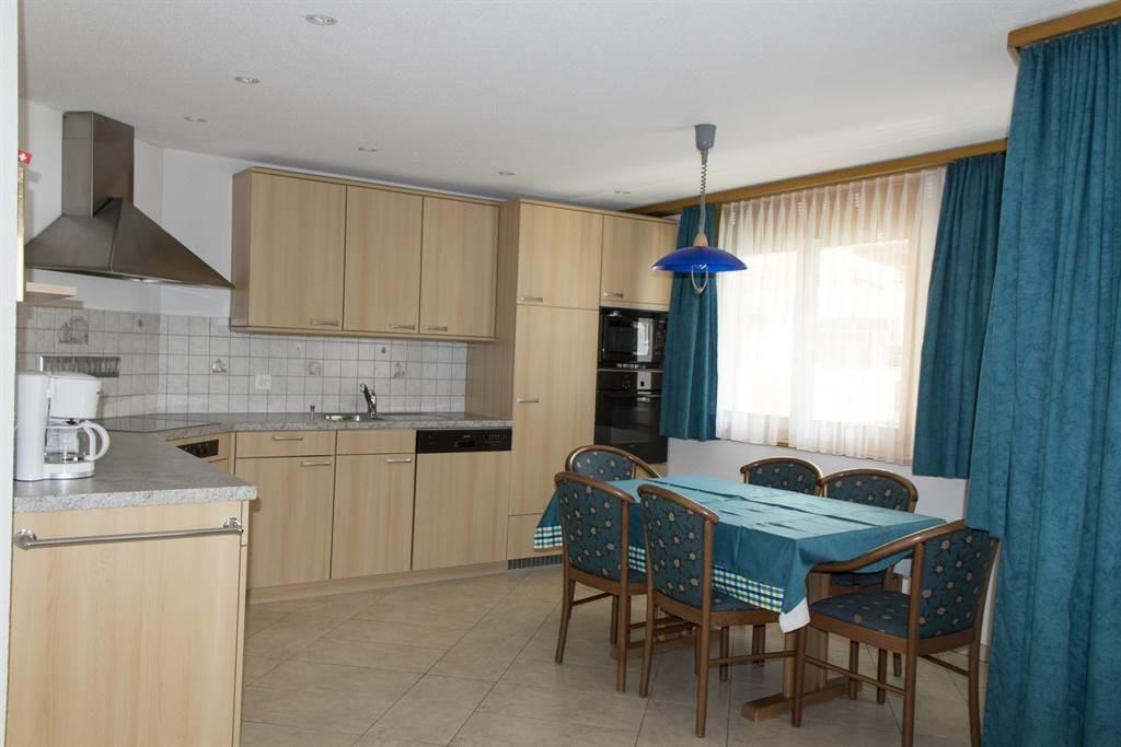 Küche & Esstisch