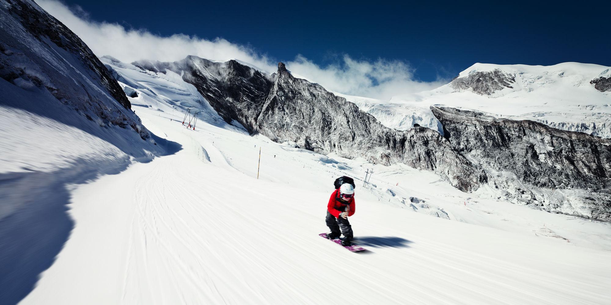 Snowboarden in der Freien Ferienrepublik Saas-Fee