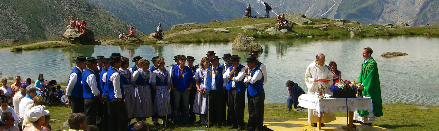 Yodelling mass in the Free Republic of Holidays Saas-Fee