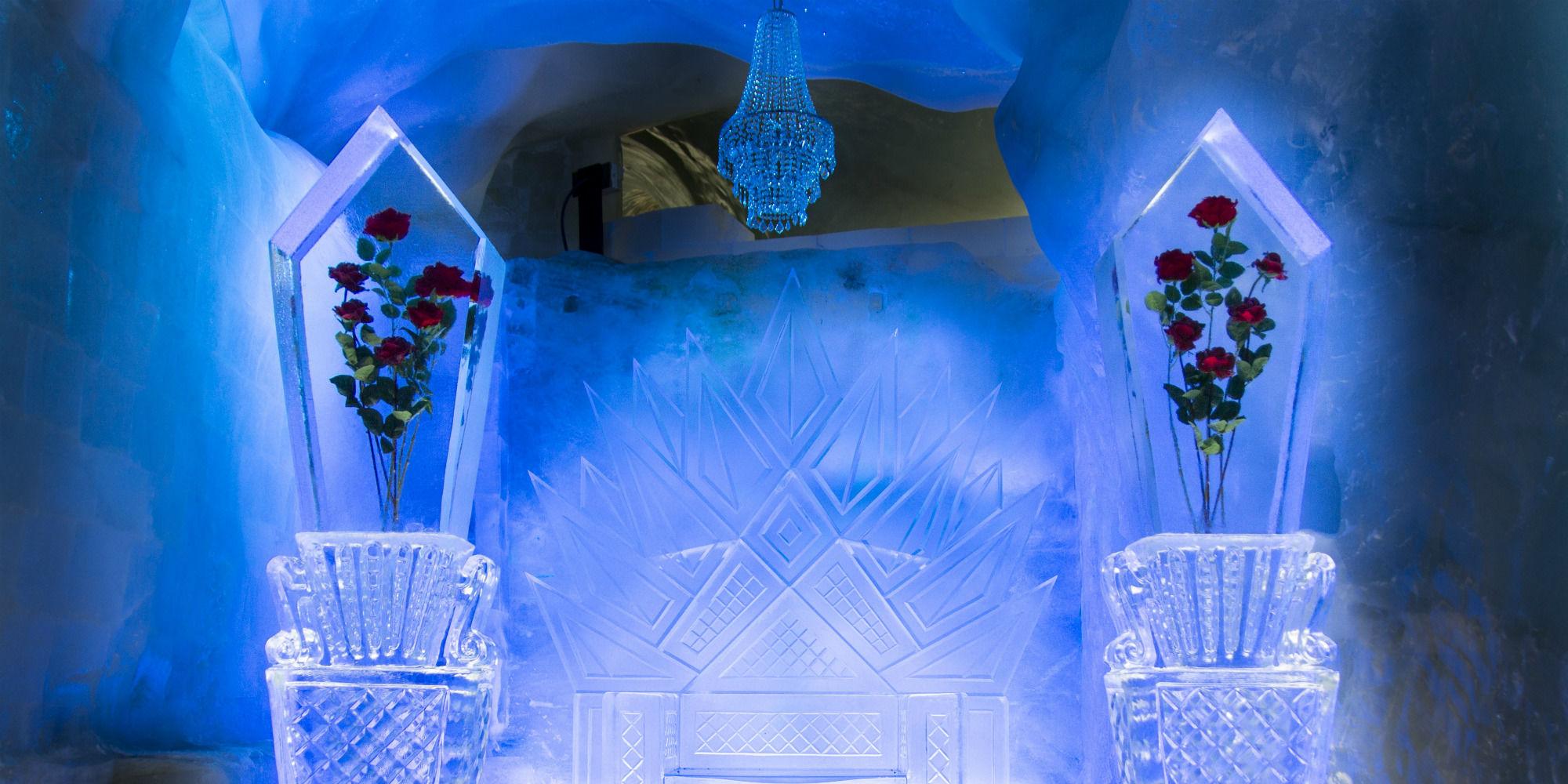 Thron Eispavillon
