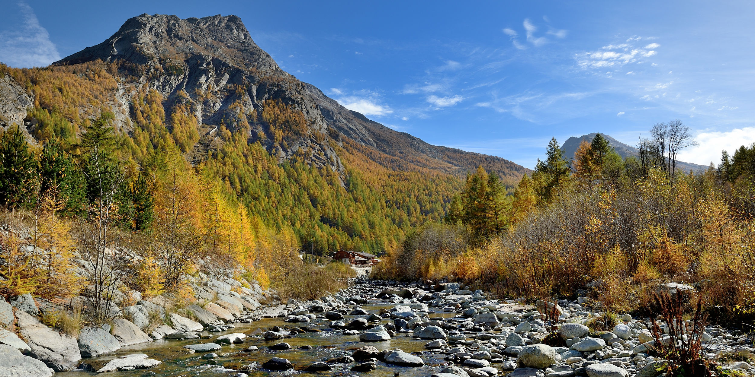 [Translate to English:] Herbst in der Freien Ferienrepublik Saas-Fee
