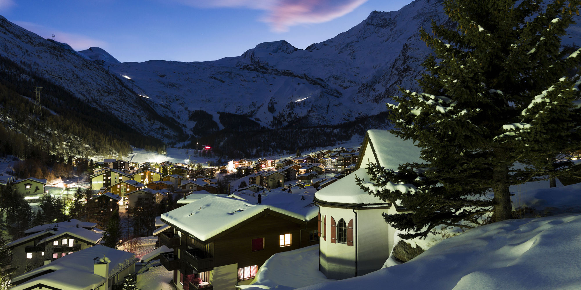 [Translate to English:] Saas-Fee bei Nacht