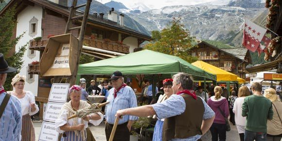 [Translate to Français:] Sommermarkt in der Freien Ferienrepublik Saas-Fee