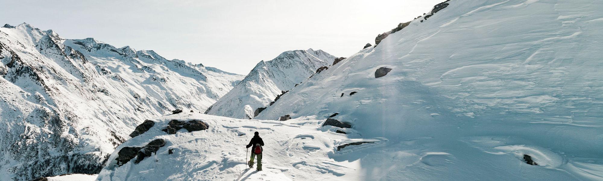Winter hiking Saas-Fee