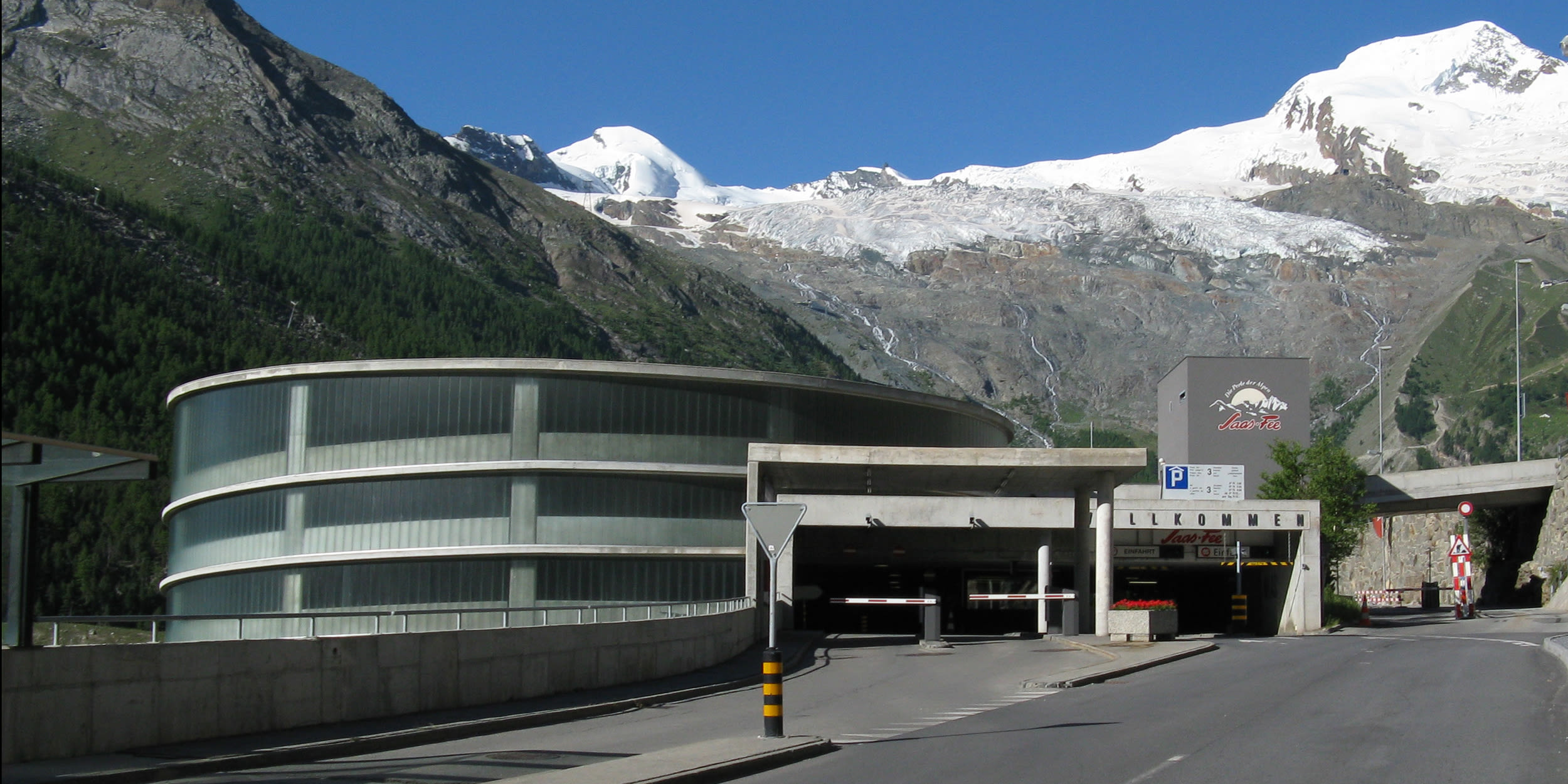 [Translate to English:] Parkhaus in Saas-Fee