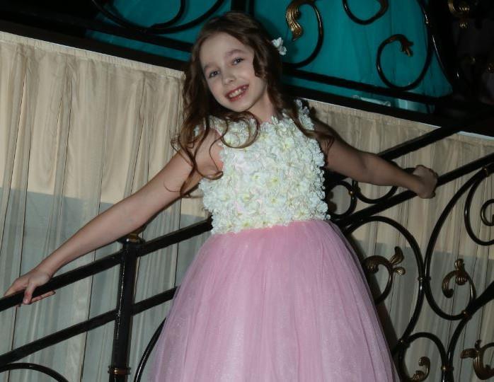 «Уже не ребенок»: мать Началовой поделилась свежими снимками с 13-летней дочерью певицы
