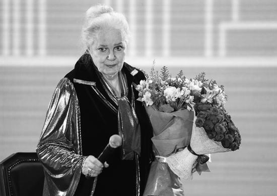 Элина Быстрицкая еще при жизни заказала себе на могилу монумент