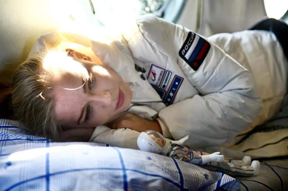 Юлия Пересильд рассказала, как к киноэкипажу отнеслись иностранные космонавтаы и традициях на МКС
