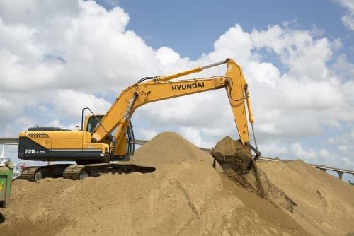 Excavator rentals digging dirt